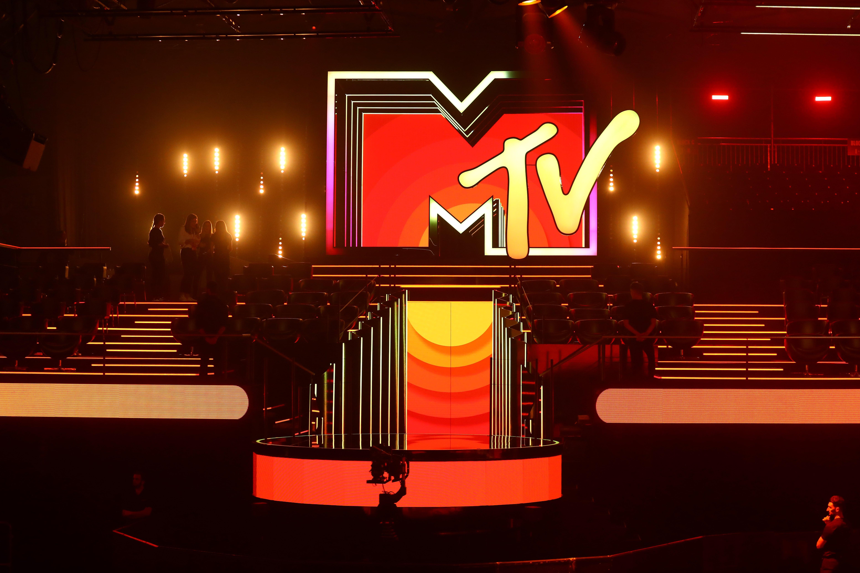 Red_Carpet_Reveal_-_MTV_EMAs_Seville_2019_-_41-min